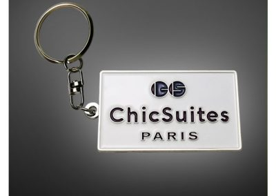 porte-cles-en-metal-emaille-chick-and-suite