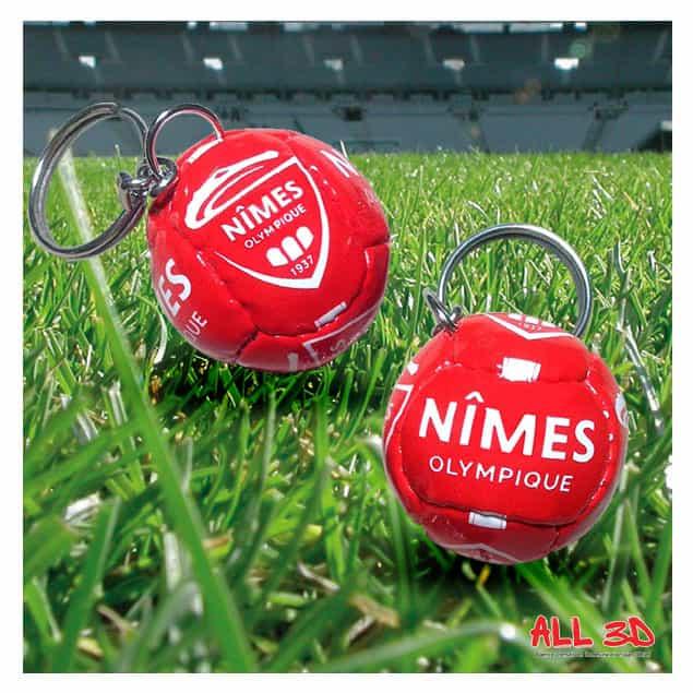 Porte-clés ballon personnalisé en imitation cuir pour le FC NIMES